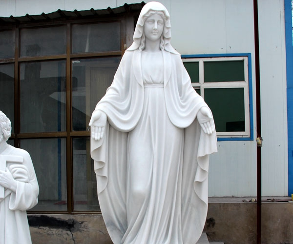virgin Mary statue for garden